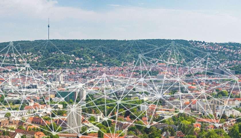 Blick auf Stuttgart mit Netzgrafik überlagert